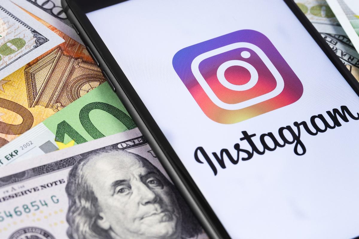 Instagramストーリーズ広告|特徴・効果・事例まで徹底解説